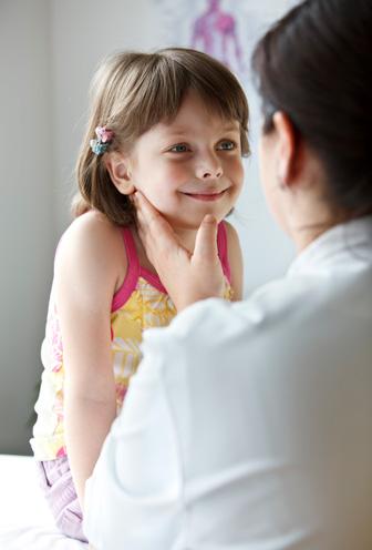 flicka med läkare